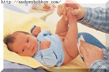 как правильно подмыть новорожденного девочку